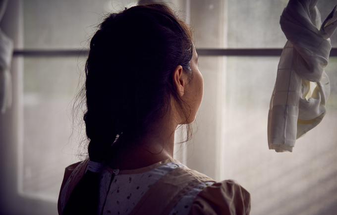 แม้ว่าเฟิร์นจะต้องตั้งครรภ์โดยไม่ได้วางแผนไว้ เฟิร์นก็ตั้งใจว่าจะต้องเรียนต่อมหาวิทยาลัยให้ได้ © UNFPA / Ruth Carr
